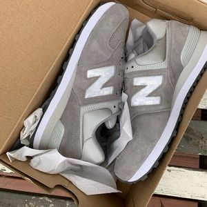 BRAND NEW IN BOX NEW BALANCE SNEAKS IN CLASSIC